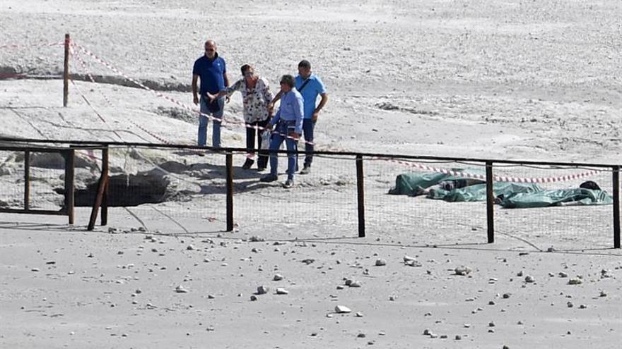 Tres miembros de una familia fallecen en Italia al caer en un cráter