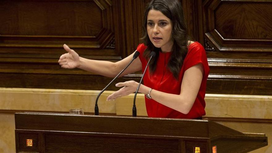 """Arrimadas cree que el Govern """"miente"""": """"Si son voluntarios, no es un referéndum"""""""