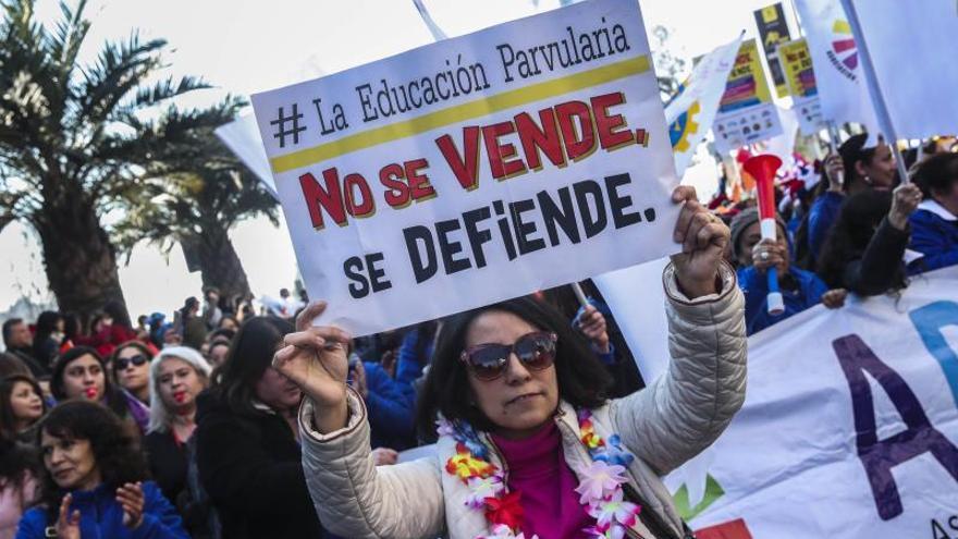 Profesores chilenos rechazan la propuesta del Gobierno y deciden seguir el paro