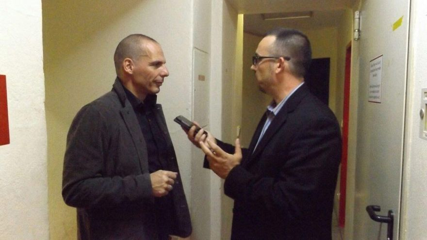 El exministro de Finanzas griego, Yanis Varoufakis y el periodista Luis Martín