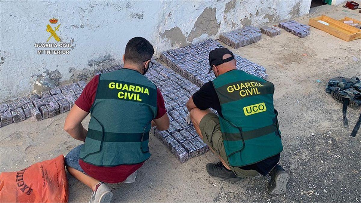 Agentes de la Guardia Civil durante una operación contra el narcotráfico.