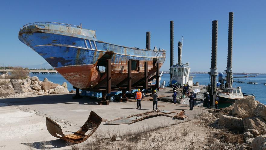 El gran pesquero se hundió en 2015 en la costa entre Libia y Lampedusa, donde murieron entre 700 y 1.100 personas que intentaban llegar a Europa