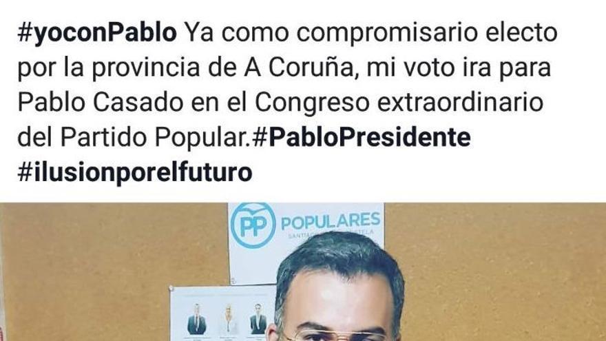 Pedro Mouriño muestra su voto a favor de Pablo Casado
