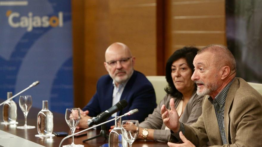 Almudena Grandes pone esta tarde el broche de oro del ciclo 'Letras en Sevilla' de Fundación Cajasol