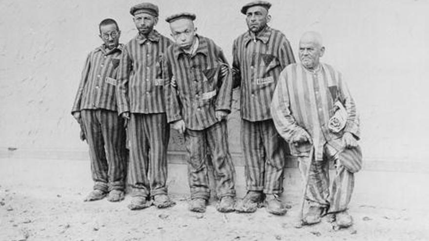 Prisioneros judíos con discapacidad en el campo de concentración de Buchenwald.