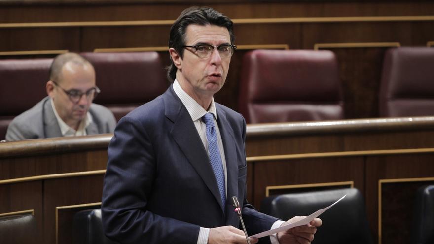 Soria dice que su política energética está permitiendo combatir el déficit de tarifa y la escalada de precios. EFE.