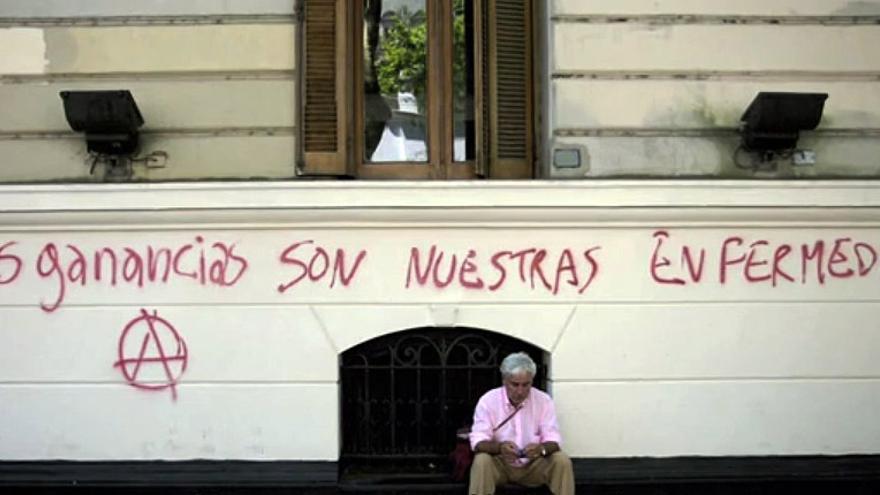 Captura de pantalla del vídeo de la campaña de crowdfunding 'Cara y cruz de las multinacionales españolas en América Latina', de Nazaret Castro