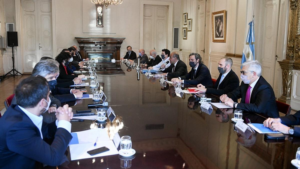 Manzur encabezó la reunión en el Salón Eva Perón de la Casa de Gobierno.