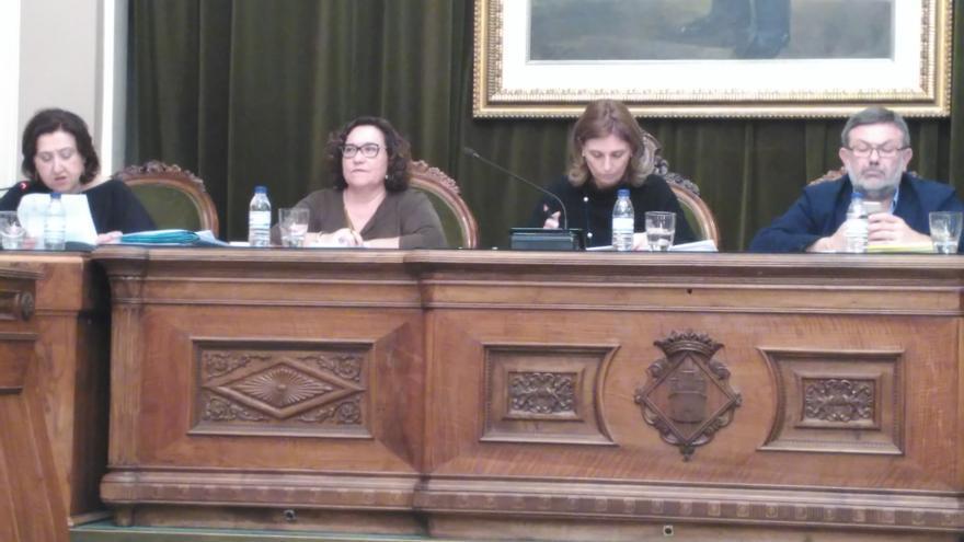 Amparo Marco (PSOE) y Ali Brancal (Compromís) durante el Pleno.