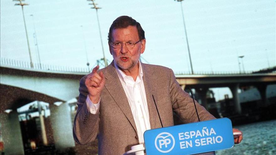 Rajoy dice que el PSOE no es creíble y le aconseja organizarse para el futuro