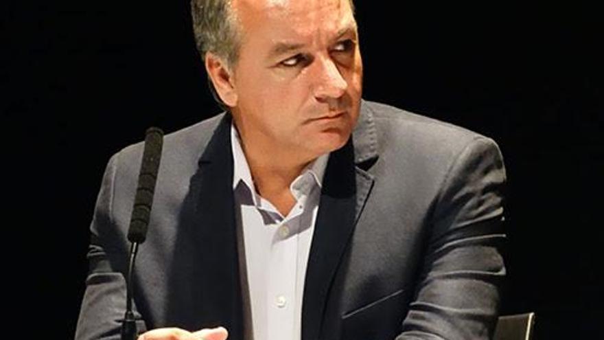 Luis Campos, diputado de Nueva Canarias en el Parlamento regional.