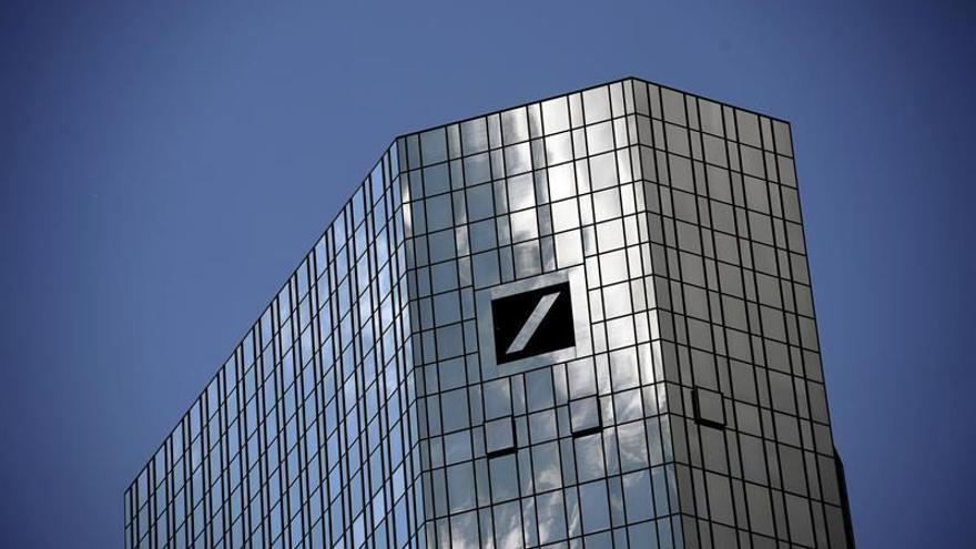 Deutsche Bank gana hasta junio 232 millones de euros, un 83 % menos