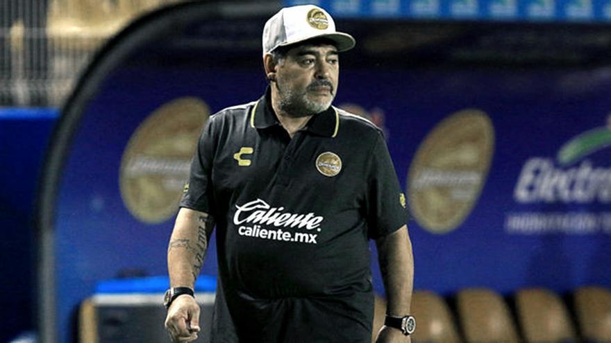 Comienzan a peritar los dos teléfonos celulares de Diego Maradona