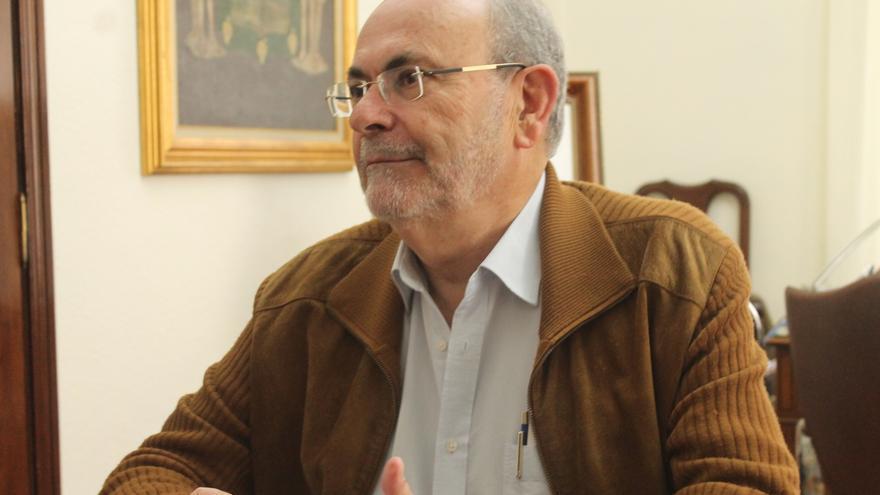 José Ramón León, alcalde de Icod de los Vinos, en su despacho de las Casas Consistoriales