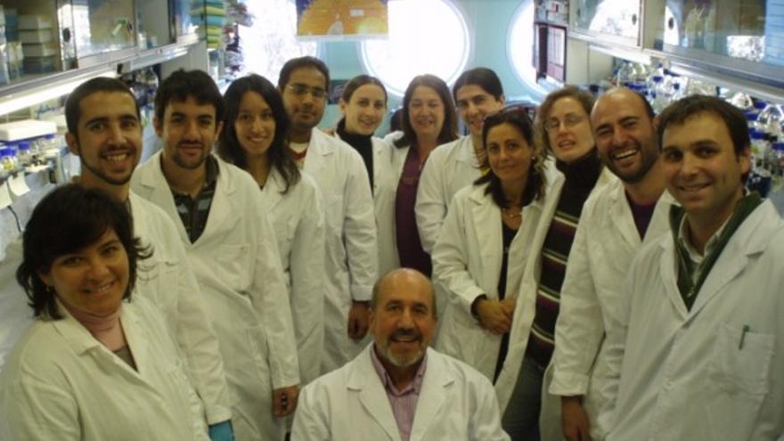 Mariano Esteban y su equipo en el Centro Nacional de Biotecnología / CNB