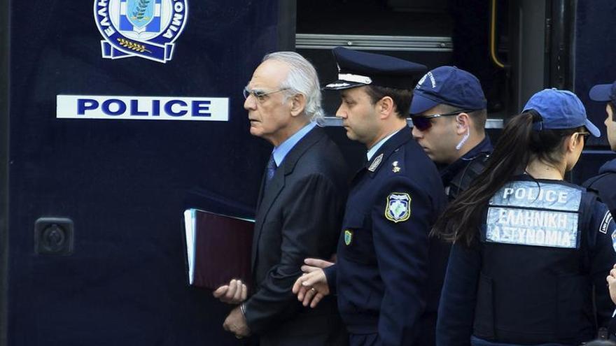 Exministro griego Tsojatzópulos regresa a prisión al no reunir su fianza