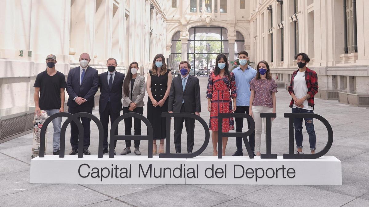 Varios miembros del Ayuntamiento de Madrid en la presentación del título Capital Mundial del Deporte.