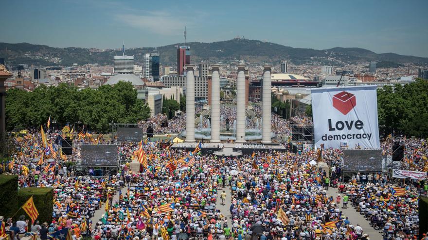 Concentración soberanista de apoyo al referéndum en Catalunya
