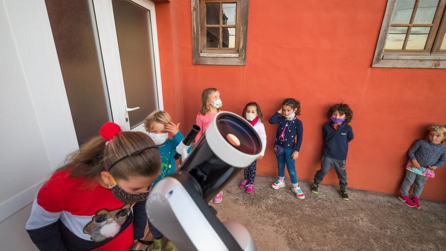 El colegio de Santo Domingo de Garafía cumple con éxito su primera misión a la Luna (desde casa)