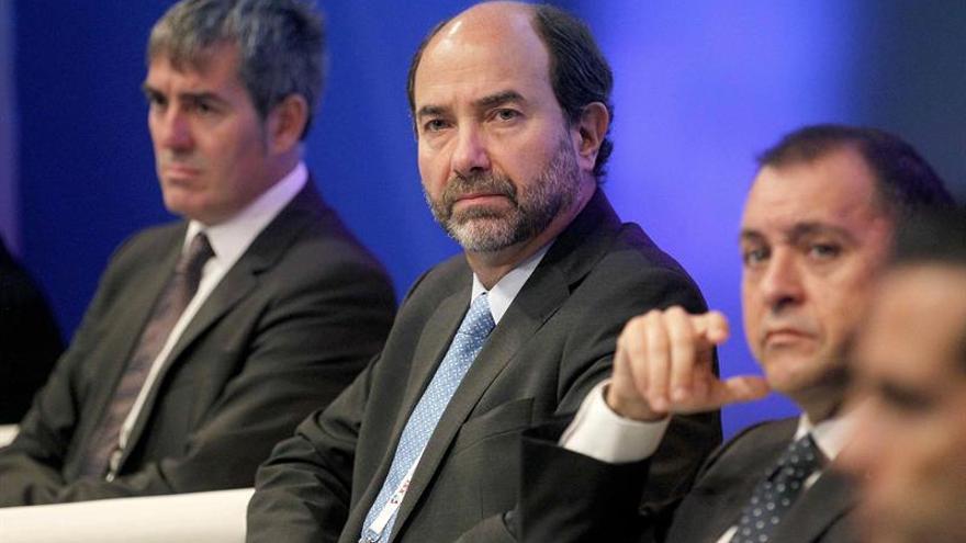 Juan Pablo Rivera (centro), responsable de AZFA, junto al presidente Clavijo, este jueves en Santa Cruz