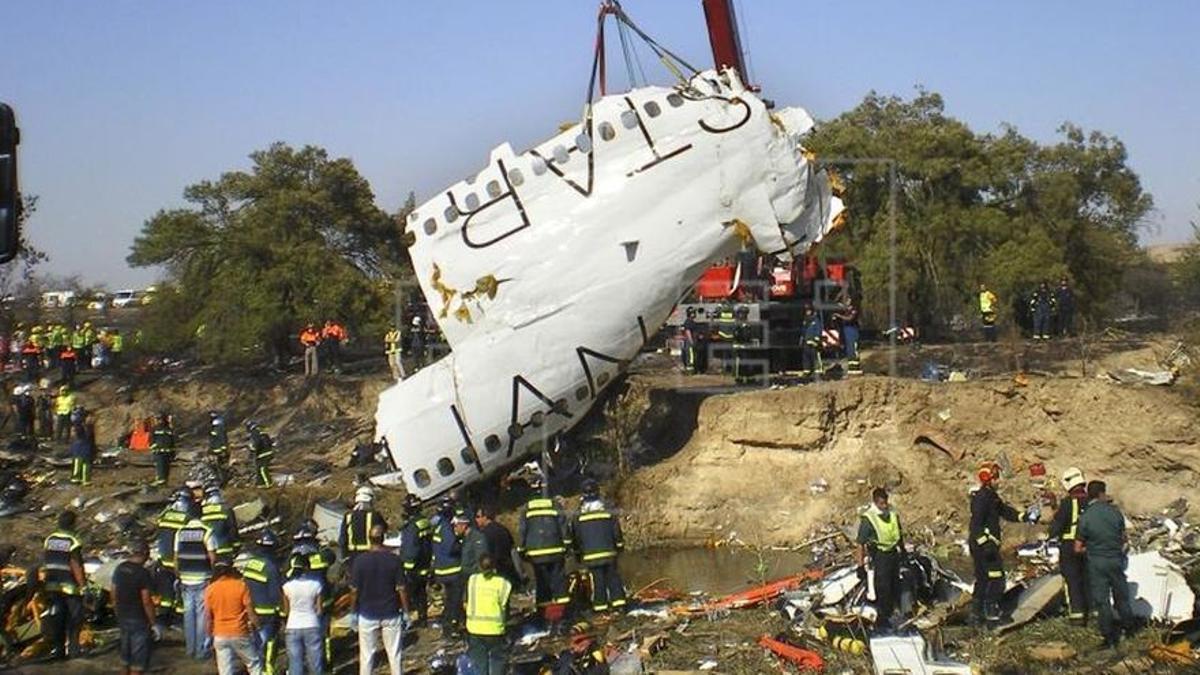 Accidente del JK5022 el 20 de agosto de 2008 en el aeropuerto de Madrid. (EFE)