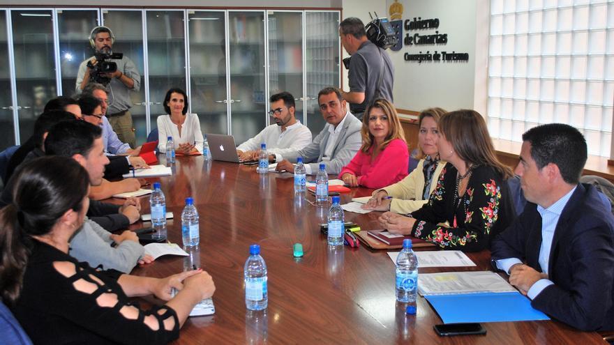 Reunión de responsables de turismo del Gobierno de Canarias y cabildos insulares.