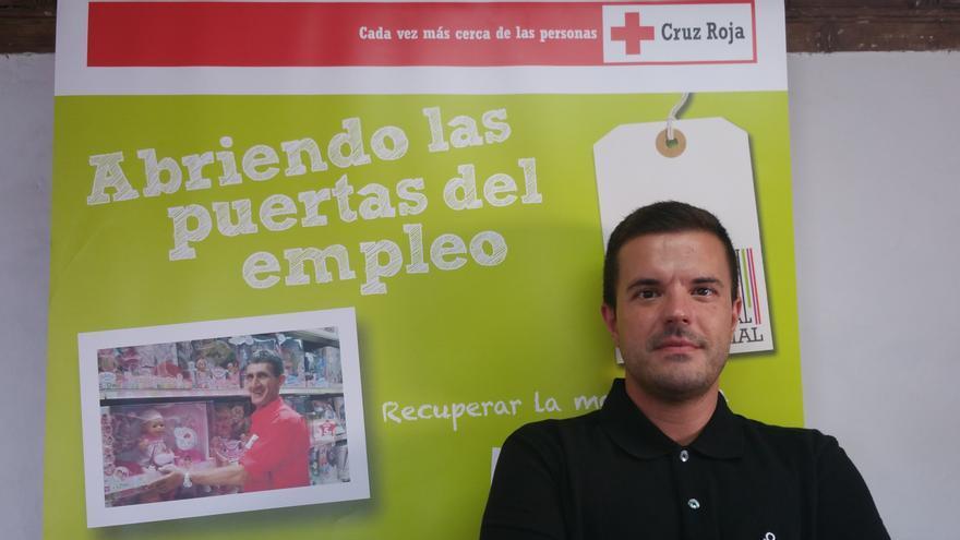 El psicólogo David Rodríguez coordina el itinerario laboral en la Isla. Foto: LUZ RODRÍGUEZ.