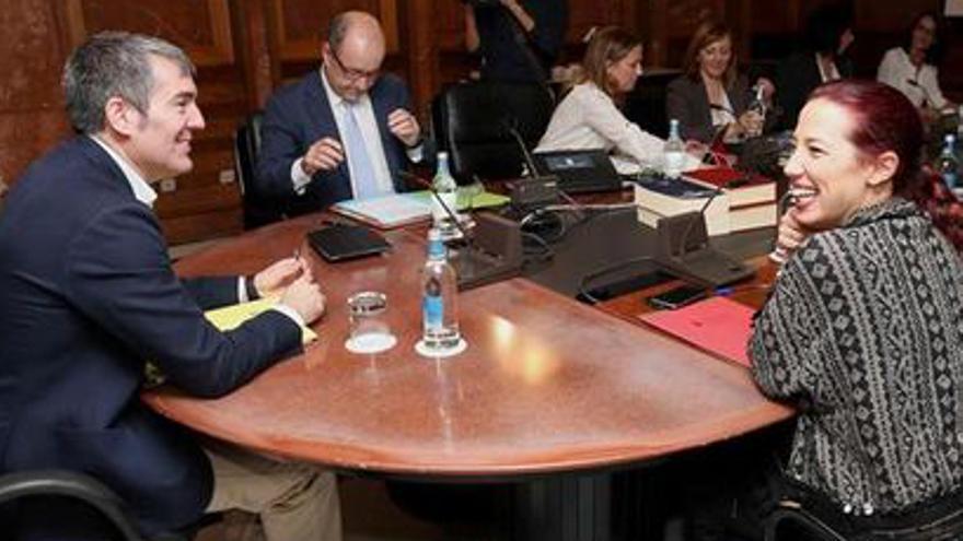 Patricia Hernández y Fernando Clavijo, en un Consejo de Gobierno