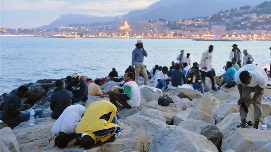 Migrantes rescatados en el Mediterráneo llegan a Italia