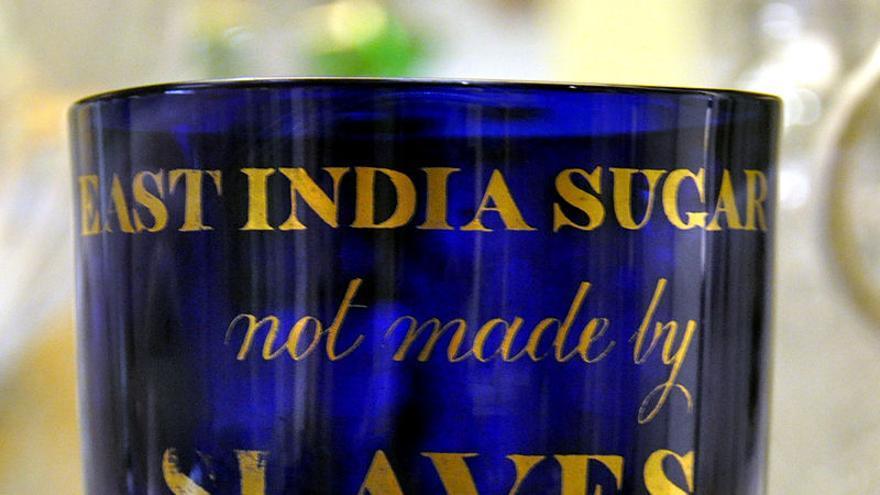 """Bol con la expresión """"Azúcar de las Indias Orientales, no hecho por esclavos"""". British Museum"""