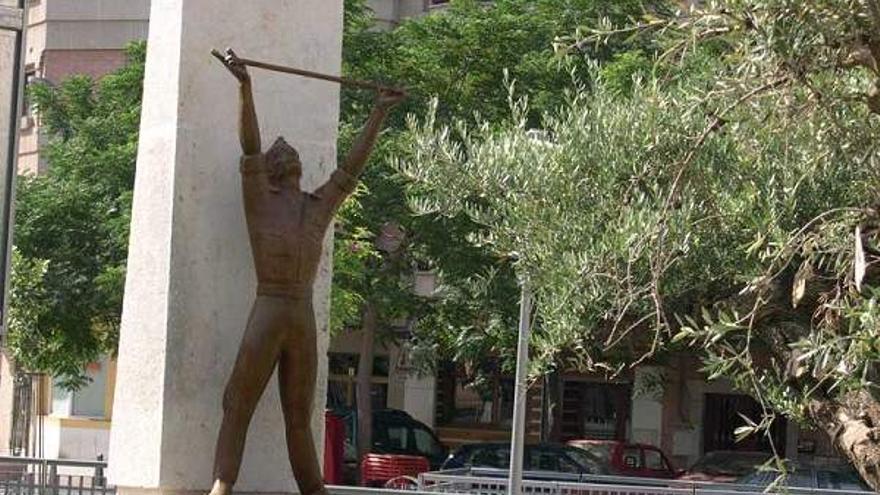 Monumento al Alférez Provisional de Ciudad Real / Ayuntamiento