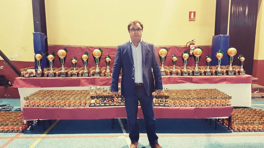 El concejal de Juegos Tradicionales, Deportes y Drogopendencia de La Laguna, en la entrega de trofeos de la Liga Insular de Billar Chapolín Canario.