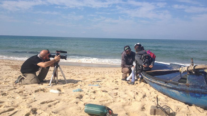 Un momento del rodaje del documental 'Dreams Behind the wall', dirigido por Elena Herreros. / Imagen cedida a eldiario.es.
