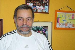 Manuel Domingo posa junto a fotos antiguas de las fiestas | A.P.