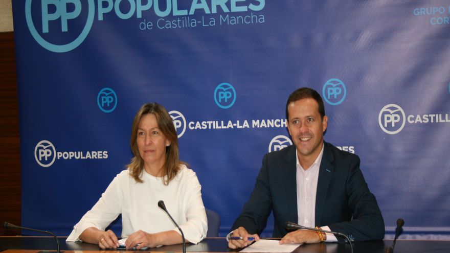 Ana Guarinos y Carlos Velázquez, hoy, en rueda de prensa