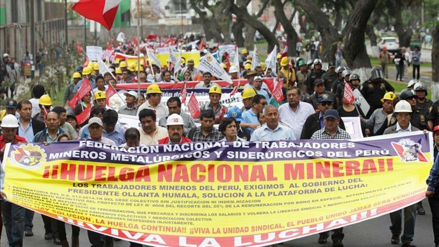 Al menos 6 heridos en protesta contra proyecto minero en sierra de Perú