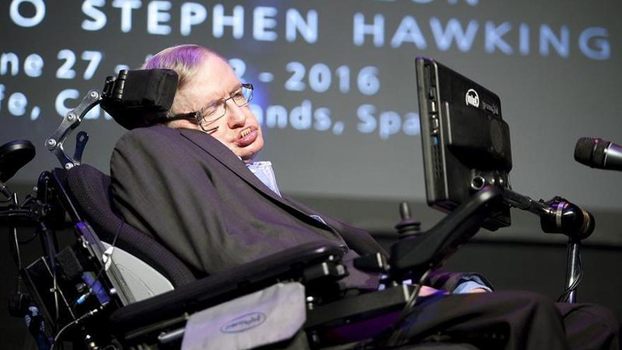 El físico británico Stephen Hawking durante su conferencia en el festival Starmus celebrado en Tenerife