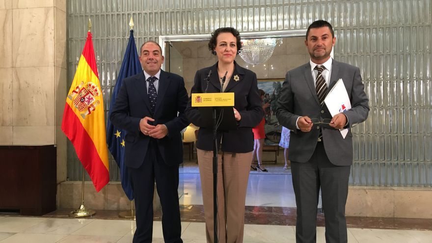 La ministra de Trabajo, Magdalena Valerio, con los representantes de las dos principales organizaciones de trabajadores autónomos: ATA y UPTA