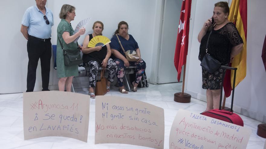 Pepi y Rosi junto a varios activistas del Sindicato de Inquilinas y Bloques en Lucha