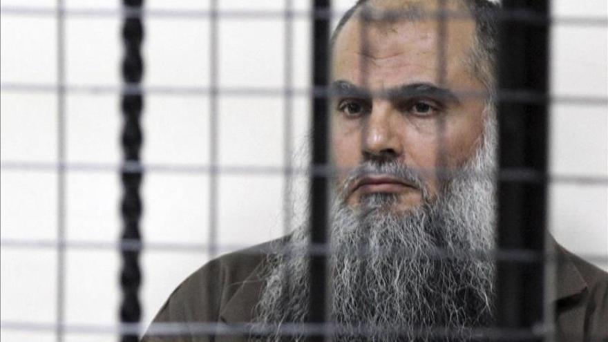 El clérigo radical Abu Qatada denuncia el arresto de su hijo en Jordania