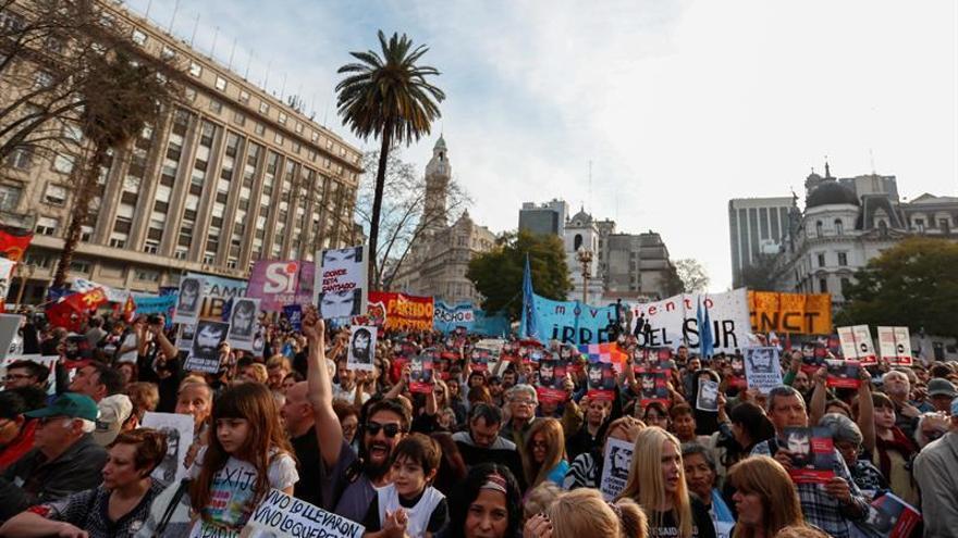 En Argentina, se realiza una manifestación masiva por la desaparición del joven Santiago Maldonado