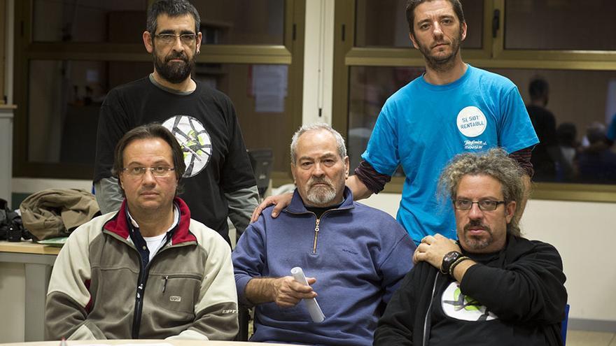 Trabajadores de Telefónica llevan 9 días en huelga de hambre en protesta por el despido improcedente del compañero Marcos (con camiseta azul) ./Edu Bayer