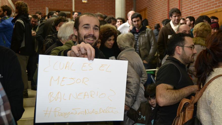 La asamblea anima a los ciudadanos a dirigir preguntas al presidente de Cantabria a través del hashtag #PreguntarNoEsDelito.