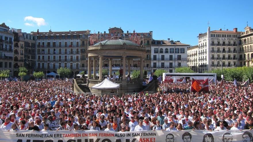 Miles de personas expresan su apoyo en Pamplona a los detenidos por la agresión de Alsasua