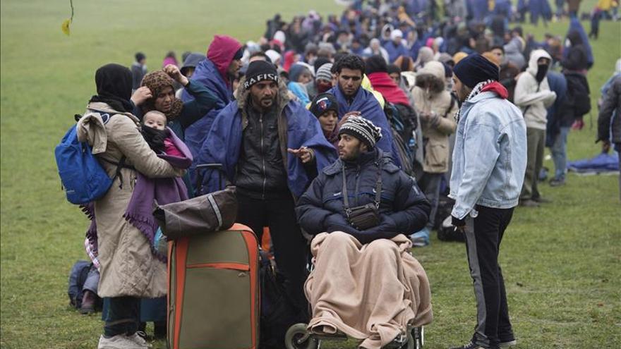 Merkel cree que Alemania acogerá un millón de refugiados en 2015, según un medio local