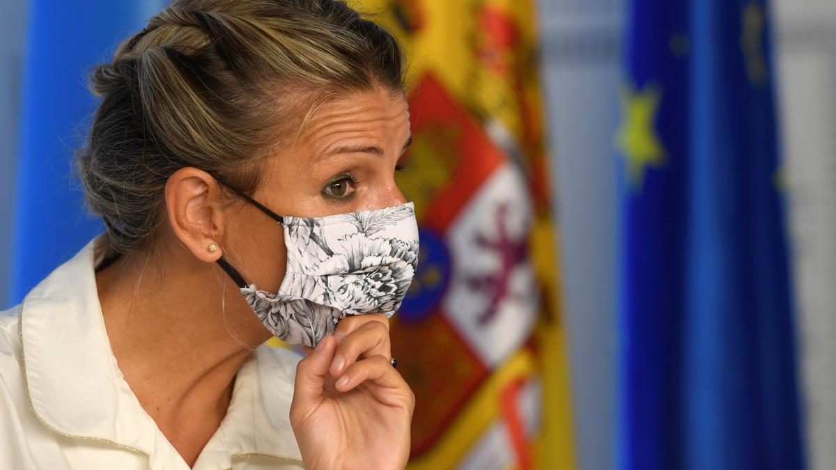 La vicepresidenta segunda y ministra de Trabajo y Economía Social, Yolanda Díaz atiende en rueda de prensa a los medios de comunicación. EFE/Eloy Alonso