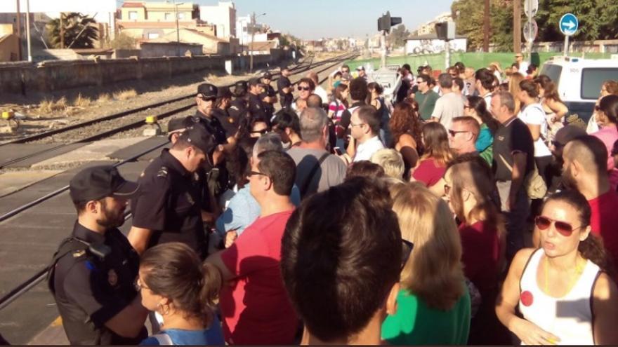 Protesta vecinal en las obras del 'muro' del AVE