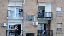 Grupos de Whatsapp y canciones de cumpleaños de balcón a balcón: mis vecinos, lo mejor del confinamiento