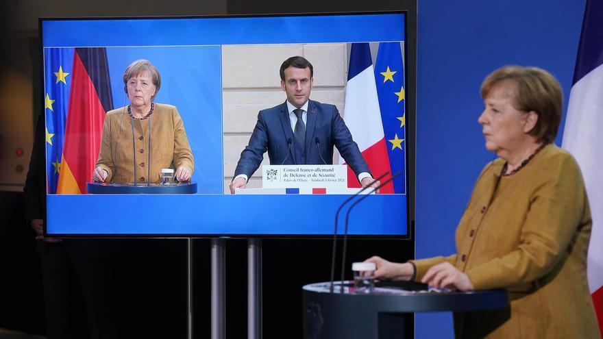 Macron y Merkel urgen a subir la producción europea de vacunas contra covid