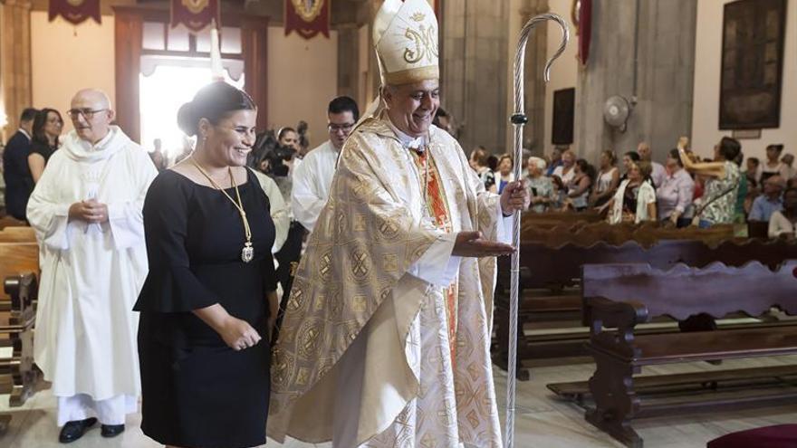María Concepción Brito, alcaldesa de Candelaria, junto al obispo Bernardo Álvarez, este martes